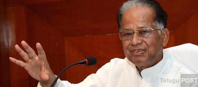 Guwahati: Assam Chief Minister Tarun Gogoi addresses a press conference in Guwahati