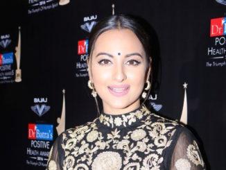 Mumbai: Actress Sonakshi Sinha during Dr Batra`s Positive Health Awards 2016, in Mumbai, on Nov 23, 2016.