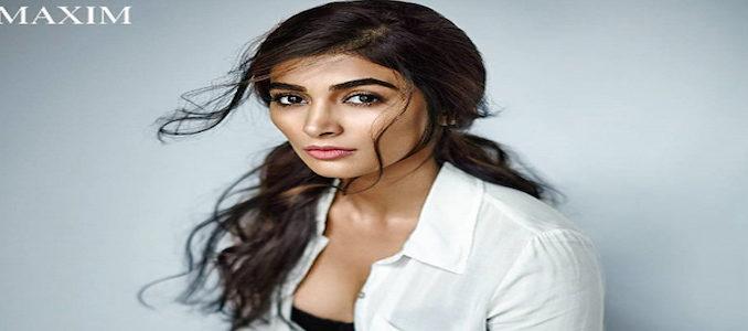 పూజ హెగ్డే pooja works for threee movie at a time